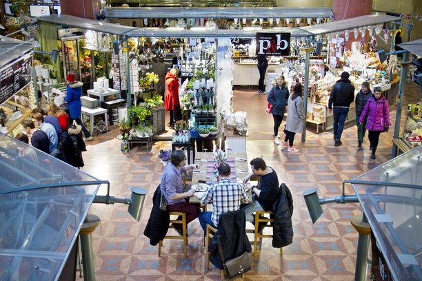 Suomen ja Ruotsin väestökehitys kulkee eri latuja. Ruotsalaisille vanhuksille riittää hoitajia ja heidän hoidolleen kustannukset maksavia työikäisiä ruotsalaisia myös tulevaisuudessa.
