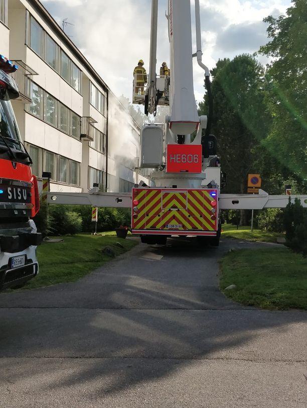 Pelastuslaitos sammutti tulipalon Vartiokylässä.