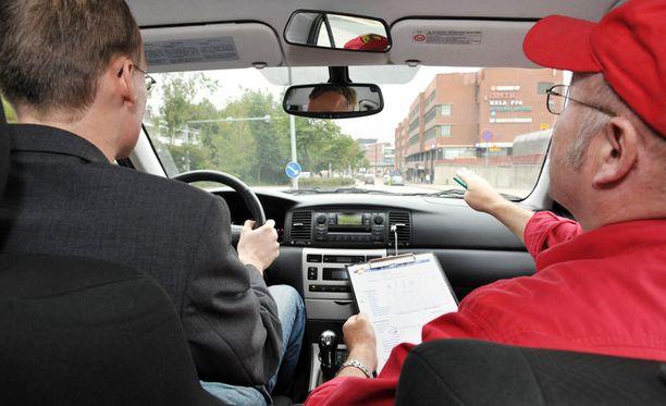 Ajokortin ajaminen on halvempaa melko lailla missä tahansa muussa EU-maassa kuin Suomessa.