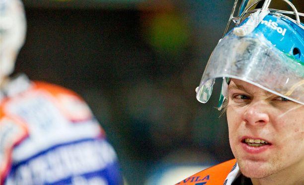 Tapparassa kaudella 2010-2011 pelannut Harri Säteri kävi Helsingissä tylsyttämässä Jokerit.
