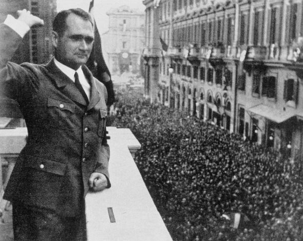 Rudolf Hess Roomassa vuonna 1937.