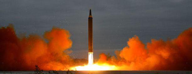 Pohjois-Korea teki jo kuudennen ydinkokeensa sunnuntaina 3. syyskuuta. Tämä kuva on Pohjois-Korean tekemästä ohjuuskokeesta elokuun lopussa, jolloin ohjus lensi vaarallisesti kohti Japania.