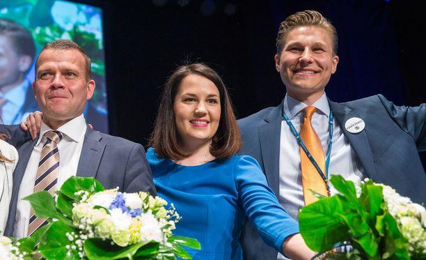 Häkkänen (oik.) nousi eduskuntaan vuonna 2015. Hänet valittiin kokoomuksen varapuheenjohtajaksi vuonna 2016.