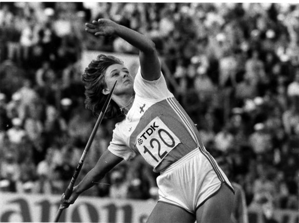 Tiina Lillak kiskaisee voittoheiton Helsingin MM-kisoissa vuonna 1983.