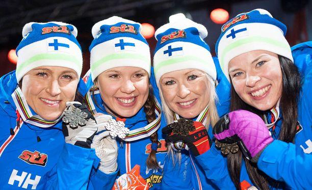 Aino-Kaisa Saarisen (vasemmalla), Kerttu Niskasen, Riitta-Liisa Roposen ja Krista Pärmäkosken viestipronssi jäi Suomen ainoaksi mitaliksi.