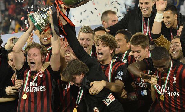 Milan juhli voittoa riehakkaasti. Milanolaisten maalilla torjui 17-vuotias superlahjakkuus Gianluigi Donnarumma.