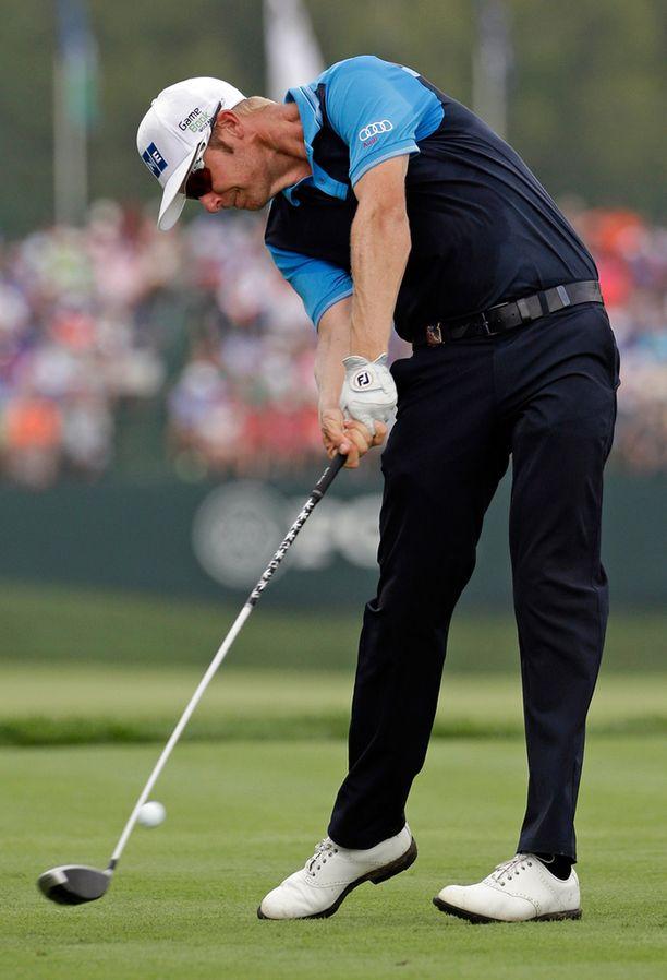 Mikko Ilonen lyömässä avauslyöntiään viidennellä reiällä PGA Championshipissä Louisvillessä.