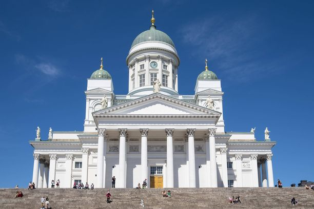 Tuomiokirkon rappuset ovat Helsingin parhaita valokuvauspaikkoja.