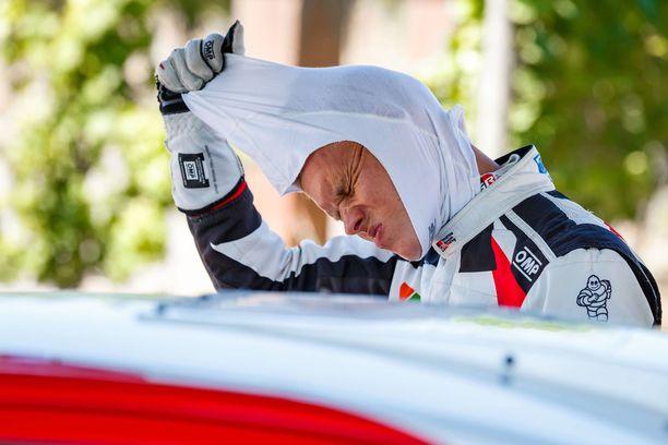 Ott Tänak pettyi raskaasti Sardinian MM-rallissa. Huhujen mukaan epäonnistuminen viilensi virolaisen ja Toyotan välit.