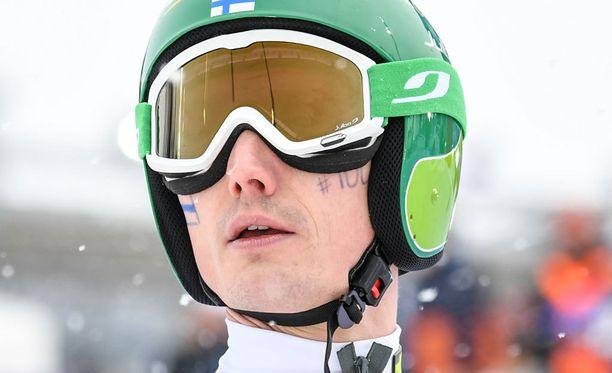 Mäessä heikoille luvuille jäänyt Hannu Manninen hiihtää Suomen ankkuriosuuden.