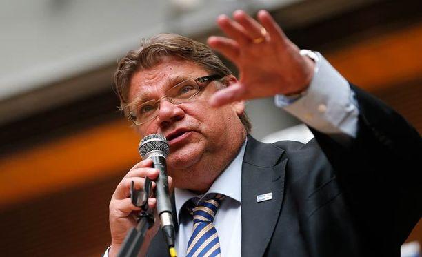 - Ruotsin talous on mennyt hyvin. Se ei riitä, kun ihminen ei elä pelkästä leivästä, Timo Soini sanoo.