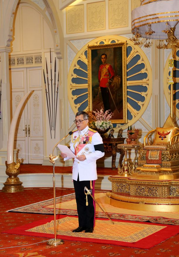 Maha Vajiralongkorn nimitettiin virallisesti kuninkaaksi torstaina.