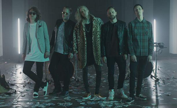 Kauniit & Uhkarohkeat julkaisi ensimmäisen musiikkivideonsa.