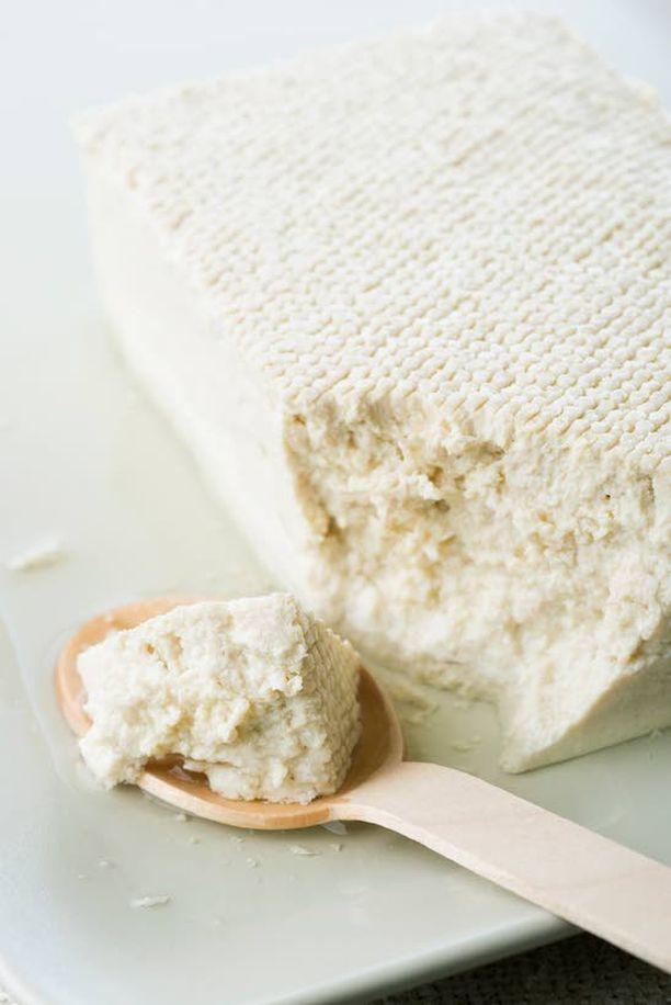 TOFUA Etenkin ns. kasviskarppaajat suosivat tofua ja muita soijatuotteita.