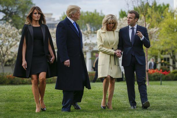 Emmanuel Macron on Donald Trumpin vieraana Washingtonissa. Rinnalla vaimot Brigitte Macron ja Melania Trump.