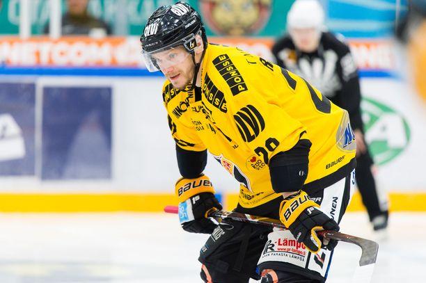 Jaakko Rissanen oli lauantaina pelipäällä, mutta hattutemppukaan ei auttanut KalPaa voittoon.