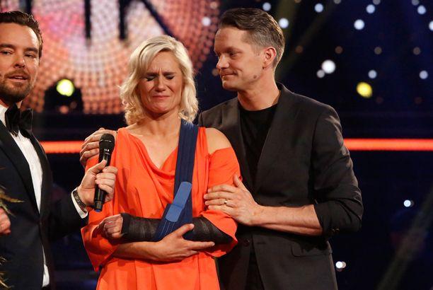 Laura Malmivaara purskahti itkuun, kun murtunut käsi päätti tanssit pääsiäislauantaina.