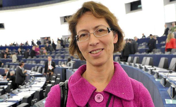 Sari Essayah valittiin KOK:n jäseneksi.
