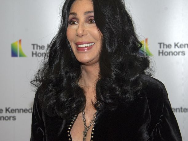 Laulajalegenda Cher paljastaa kirjoittavansa kirjaa elämästään.