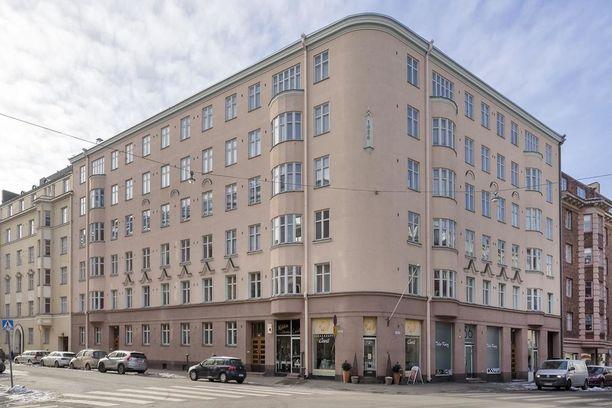 Asunto sijaitsee vuonna 1926 rakennetussa talossa.