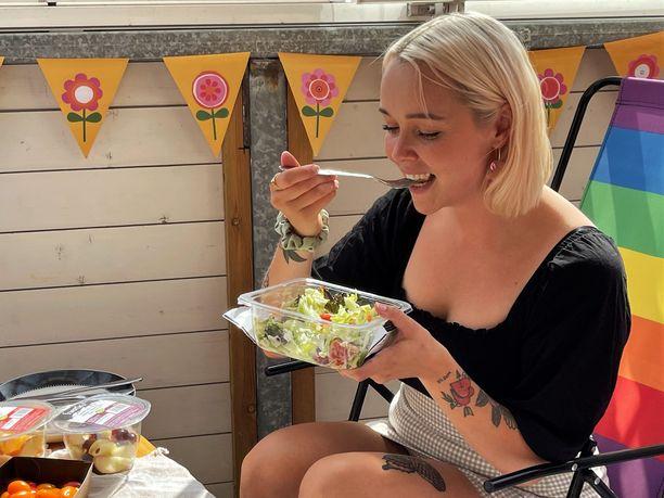 Leipäjuusto-salaatin juusto ja hedelmät sopivat Wahlbergin mielestä hyvin yhteen.