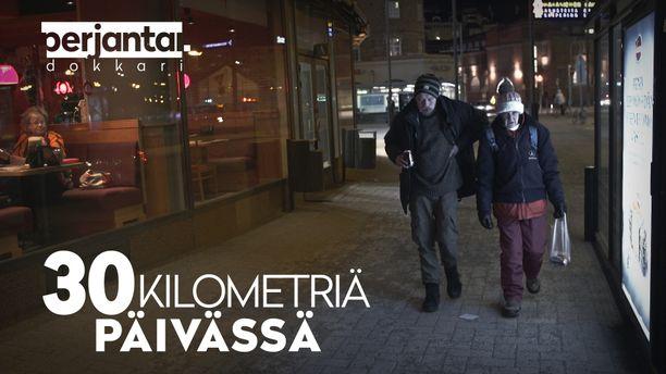Niclas ja Heidi elävät Helsingin kaduilla. Yönsä he viettävät julkisessa vessassa, hisseissä tai yökeskuksessa. Kirkkoon Niclas ei halua.