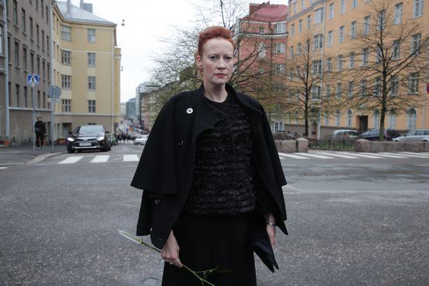 Yrittäjä Saimi Hoyer oli hautajaisvieraiden joukossa.