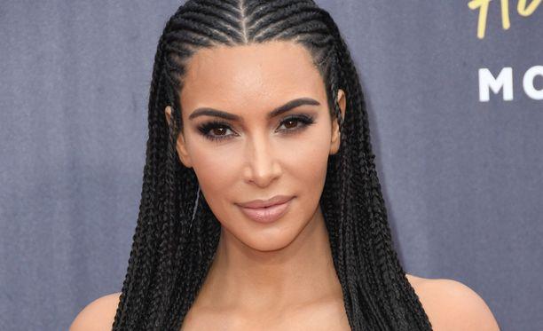 Kim Kardashian ei aio enää ottaa selfieitä.