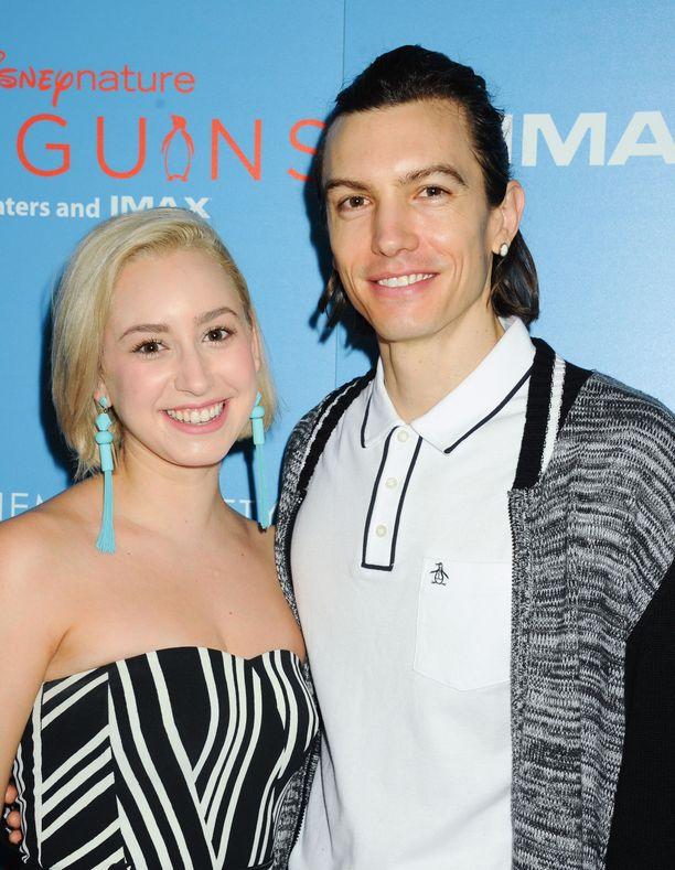 Grimaldi seurustelee laulaja Ian Mellencampin kanssa. Hän on esitellyt rakkaansa myös isälleen.