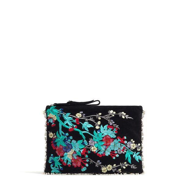 Zaran pikkulaukun kirjailu muistuttaa Lilyn ihanaa olkalaukkua, 59,95 e