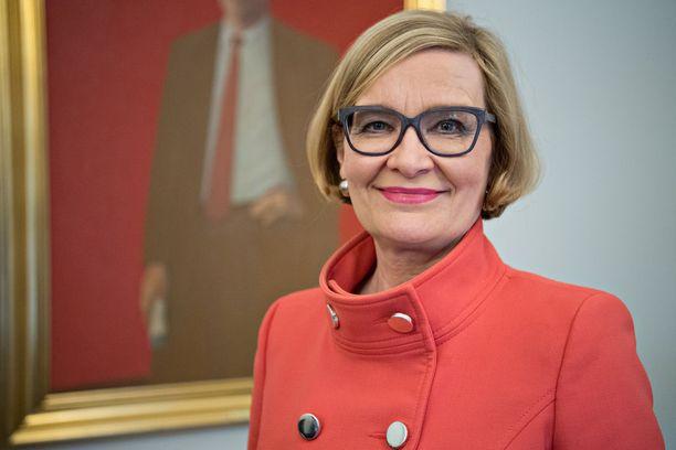 Eduskunnan tuoreen puhemiehen Paula Risikon sopeutumiseläke on 6 100 euroa kuukaudessa - jos hän sitä joskus päättää nostaa.