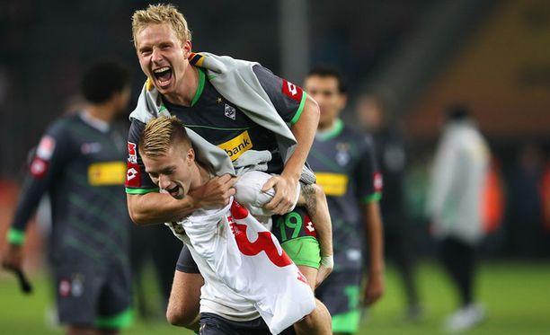 Marco Reusilla (alla) ja Mike Hankella oli aihetta juhlaan Köln-voiton jälkeen.