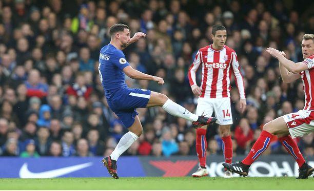 Danny Drinkwater sai kunnian viimeistellä kauden ensimmäisen englantilaisen liigamaalin Chelsealle.