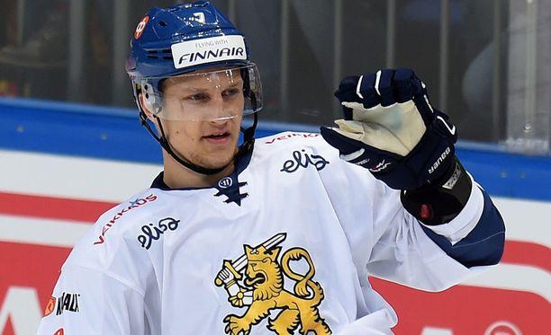 Teemu Pulkkinen täräytti Suomen kolmannen maalin.