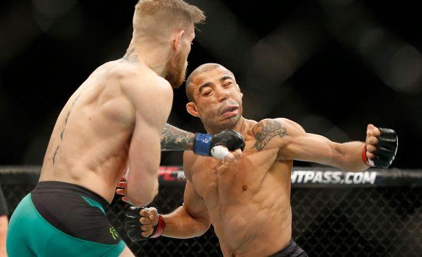 Pum! McGregor käytti Aldon virheen julmasti hyväkseen.