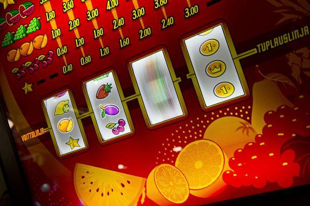 Arvioiden mukaan tulevat peliautomaattien vähennykset kohdistuisivat lähes 2 200 myyntipaikkaan. Kuvituskuva.