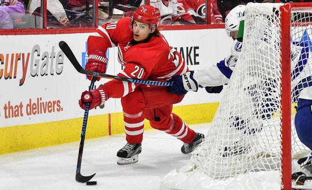 Teuvo Teräväinen on avustanut Sebastian Ahon (kuvassa) sisään NHL-kuvioihin.