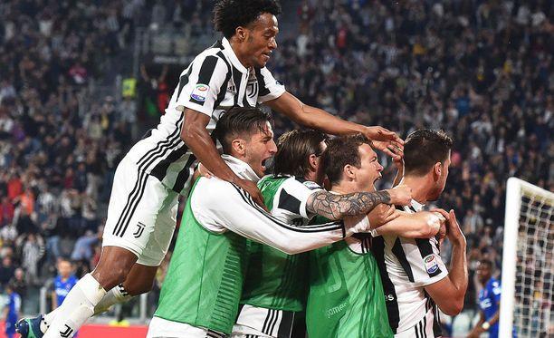 Juventus juhli 3-1-voittoa Bolognasta.
