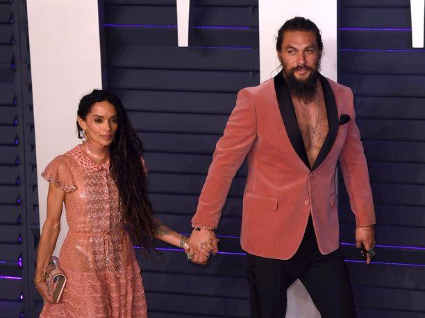 Jason Momoa on naimisissa Lisa Bonetin kanssa. Pariskunnalla on kaksi yhteistä lasta.