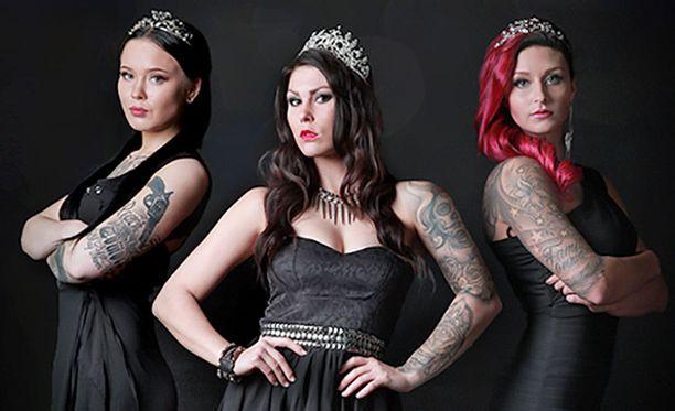 Hallitseva Miss Rock 2015 Jessika Elo. Vasemmalla 2. perintöprinsessa Sara Mehtonen ja oikealla 1. perintöprinsessa Sofia Mäkkylä.