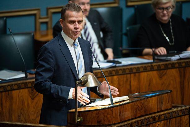 Valtiovarainministeri Petteri Orpolla oli myönteisiä uutisia valtionvelasta, mutta talouskasvu on jälleen hiipumassa.