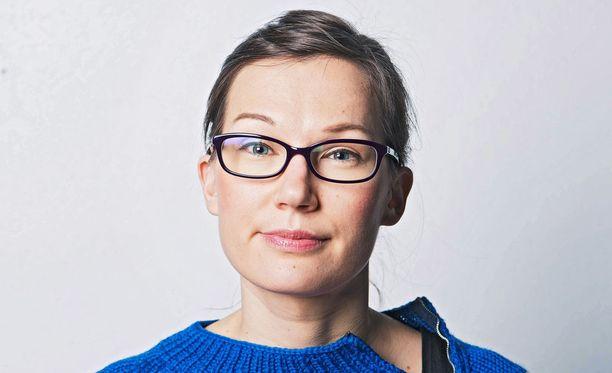 Ajatus, että seksi on kauppatavaraa, jota mies saa ja nainen annostelee sopivina annoksina pitääkseen herran otteessaan on syvältä, kirjoittaa Iltalehden toimittaja Emmi Oksanen.