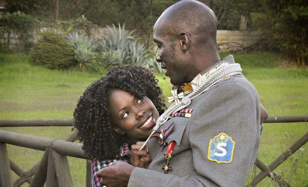 Kenialainen Telley Savalas Otieno esittää Suomen Marsalkka -elokuvassa Gustaf Mannerheimia.