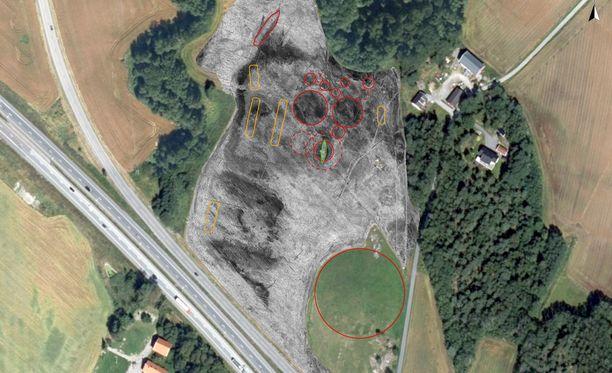 Samalta alueelta on löydetty muitakin jäänteitä haudoista ja asumisesta.