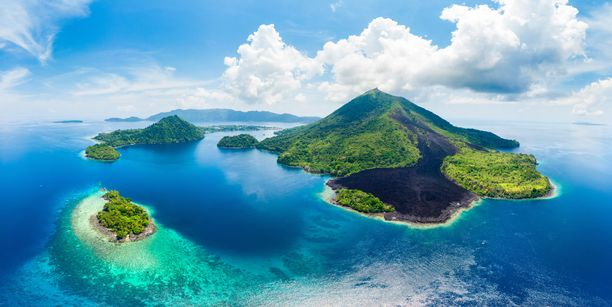 Maanjäristykset ja tulivuorenpurkaukset ovat yleisiä Indonesiassa, koska se sijaitsee niin kutsutulla Tyynenmeren tulirenkaalla.