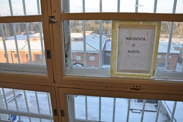 Riihimäen vankilassa istuu useita pitkän tuomion saaneita rikollisia. Arkistokuva.