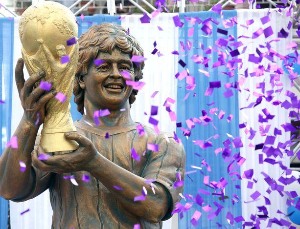 Tunnistaisitko tämän Diego Maradonan patsaaksi?