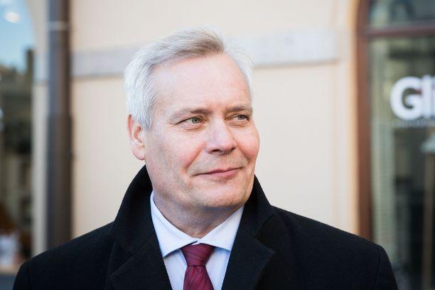 SDP:n puheenjohtaja Antti Rinne piti vappupuheen Tampereen Keskustorilla.