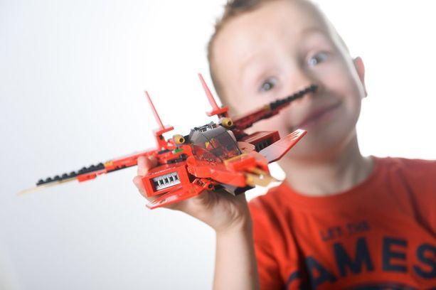 Eniten leikeissä yleensä kuluvat lelut, joilla voi käyttää omaa mielikuvitustaan luovemmin kuin lelut, jotka tiukasti tekevät tiettyä juttua.