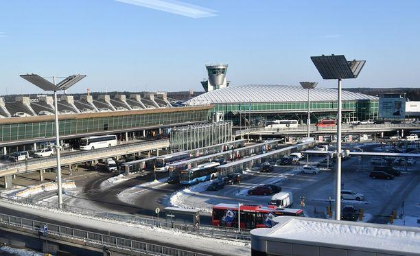 Helsingin lentoaseman kakkostason matkustajien jättöalue on sakkorysä.